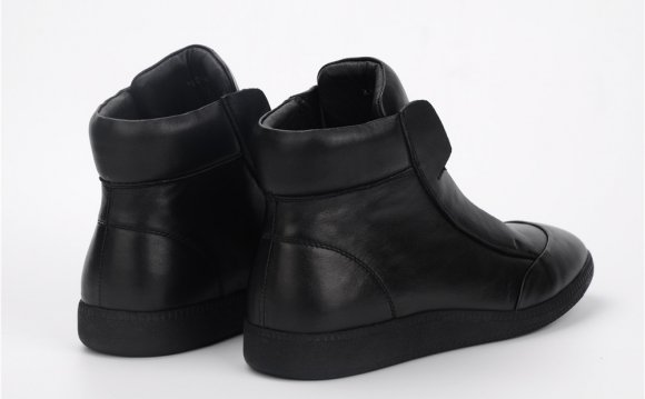 Black Trendy mens walking